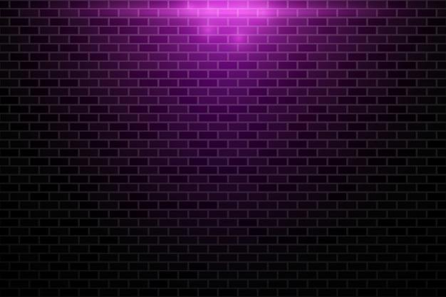 Nachtshow auf dem backsteinmauerhintergrund belichtet durch scheinwerfer.