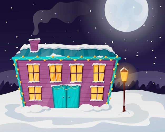 Nachtweihnachtswinterlandschaft mit mond und schneefällen. ein einsames landhaus mit licht in den fenstern, übersät mit schnee und verwehungen.