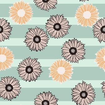 Nahtlose muster sonnenblumen blauer streifenhintergrund. schöne textur mit verschiedenen sonnenblumen und blättern. zufällige blumenvorlage im doodle-stil für stoff. design-vektor-illustration.
