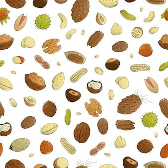 Nahtlose muster von farbigen nüssen. wiederholen sie mit isolierten hellen haselnuss, walnuss, pistazie, cashew, mandel, kokosnuss. lebensmittelbeschaffenheit in der karikatur- oder gekritzelart.