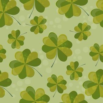 Nahtlose musterillustration mit klee mit vier blättern als symbol des glücks. klee-dekoration als symbol der irischen kulturellen und religiösen feier