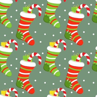 Nahtloser festlicher hintergrund mit gestrickter weihnachtssocke und geschenk