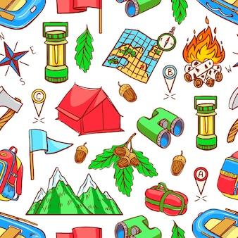 Nahtloser grüner hintergrund der bunten campingausrüstungen der skizze. handzeichnung illustration