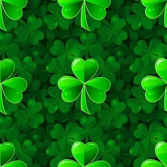 Nahtloser hintergrund für st. patrick's day mit einem grünen schönen klee, bestehend aus kleinen klee