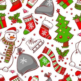 Nahtloser weihnachtshintergrund mit feiertagsattributen und lächelndem schneemann. handgezeichnete illustration