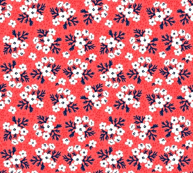 Nahtloses blumenmuster für. kleine weiße blüten. roter hintergrund. vorlage für modedruck