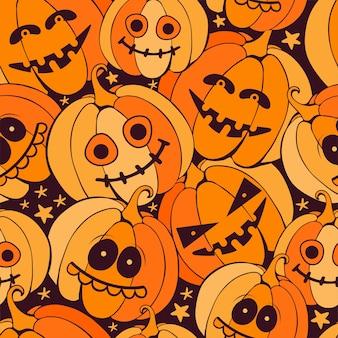 Nahtloses glückliches halloween-muster mit unheimlichen orange kürbissen auf dunklem hintergrund. hand gezeichneter vektor