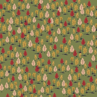 Nahtloses handgezeichnetes muster der kleinen waldverzierung. stilisierte grafik der herbstpalette mit bäumen auf grünem hintergrund.