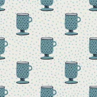 Nahtloses handgezeichnetes muster der kreativen tassenverzierung. dunkelblaue küchenelemente auf hellem pastellhintergrund mit punkten.