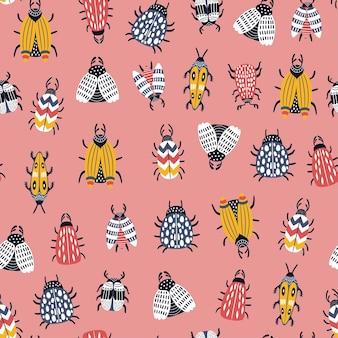 Nahtloses kindliches muster mit käfern und käfern im skandinavischen stil.