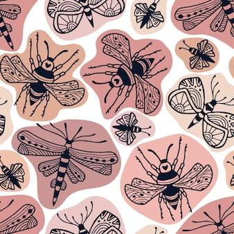 Nahtloses muster der einzigartigen insekten auf beige hintergrund. kindisches textildruck-design für leinen- und pyjama-designs.