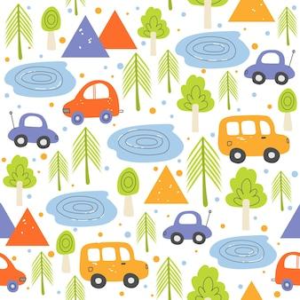 Nahtloses muster der kinder mit autos und zelten im wald