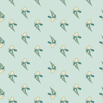 Nahtloses muster der kleinen irisblumenverzierung im naturstil. hellblauer hintergrund. vektorillustration für saisonale textildrucke, stoffe, banner, hintergründe und tapeten.