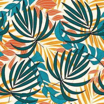 Nahtloses muster der sommertendenz mit hellen tropischen blättern und pflanzen