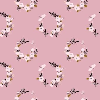 Nahtloses muster des leichten rosa blumenkranzes mit schmetterling und libelle