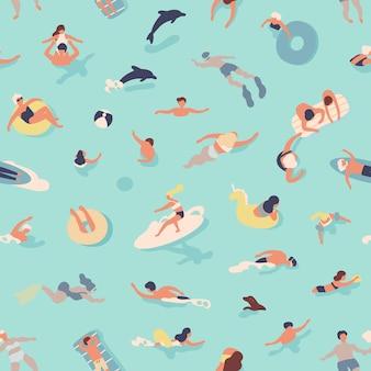 Nahtloses muster des sommers mit den leuten, die schwimmen