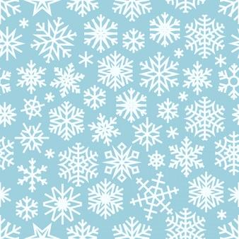 Nahtloses muster des winters mit weißen schneeflocken.