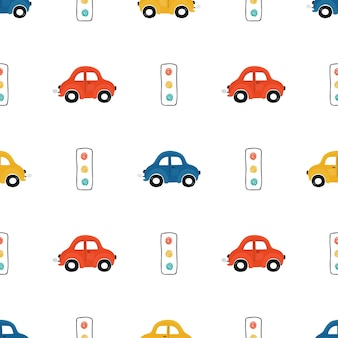 Nahtloses muster für süße kinder mit roten, blauen und gelben kleinwagen auf hellem hintergrund. illustration eines automobils im cartoon-stil für tapeten-, stoff- und textildesign. vektor