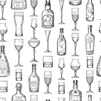 Nahtloses muster mit alkoholischen trinkgläsern. gezeichnete art der vektorillustration in der hand