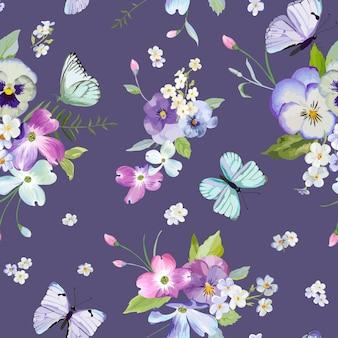 Nahtloses muster mit blühenden blumen und fliegenden schmetterlingen im aquarell-stil