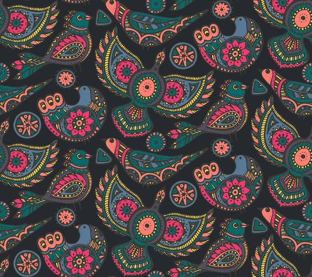 Nahtloses muster mit bunten handgezeichneten ethnischen verzierten vögeln. volksmotiv