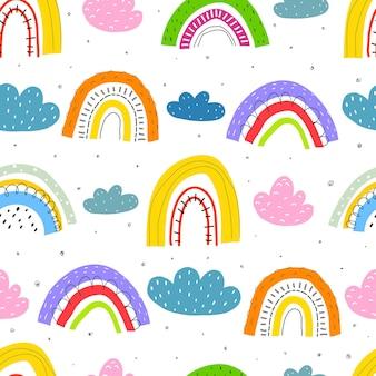 Nahtloses muster mit cartoon-regenbogenwolken