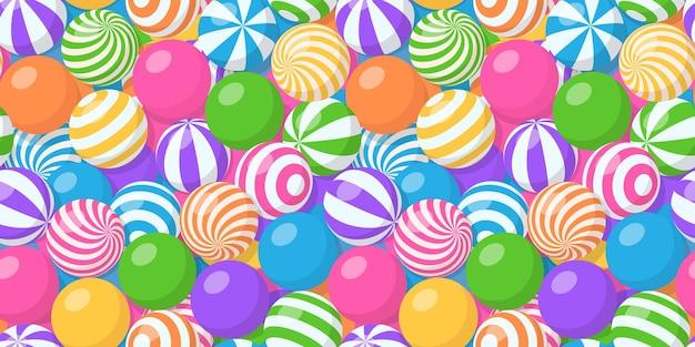 Nahtloses muster mit haufen bunter kugeln, kaugummi, runden bonbons oder federnden kugeln am strand. vektorkarikaturhintergrund mit vielen süßen dragees oder kaukugeln mit gestreiftem und spiralförmigem muster