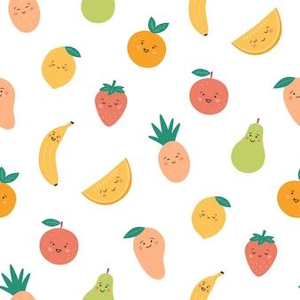 Nahtloses muster mit lustigen früchten. kawaii lächelnde fruchtfiguren. hand gezeichnetes muster