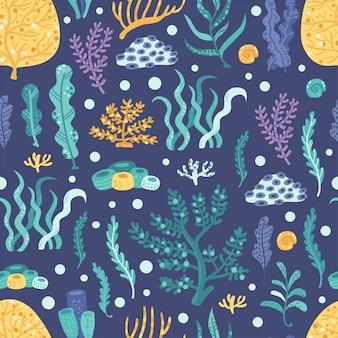 Nahtloses muster mit meerespflanzen und korallen