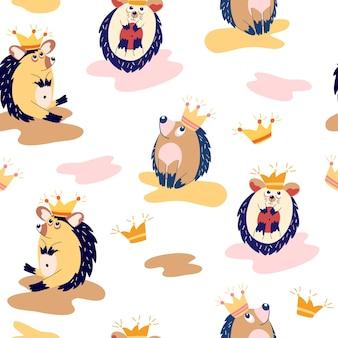 Nahtloses muster mit niedlichen igeln. waldtiere. igel in kronen. skandinavischer hintergrund. perfekt für kinderbekleidung, stoffe, textilien, tapeten, papier, verpackung oder karton. vektorillustration