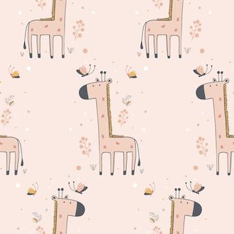 Nahtloses muster mit niedlicher giraffe und schmetterlingen hand gezeichneter vektorillustration