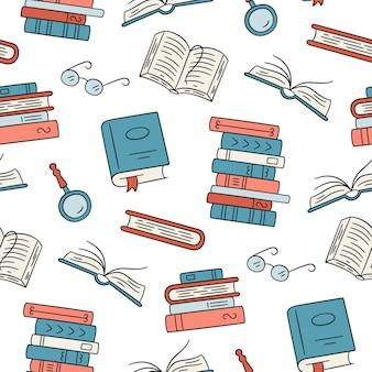Nahtloses muster mit papierbüchern home library buch stapelt gläser im doodle-stil