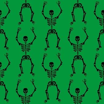 Nahtloses muster mit schwarzen skeletten, die auf grünem hintergrund tanzen und spaß haben