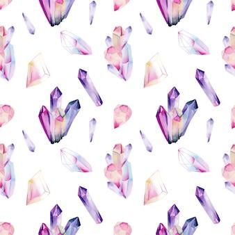 Nahtloses muster von aquarelledelsteinen und -kristallen in den farben rosa und lila