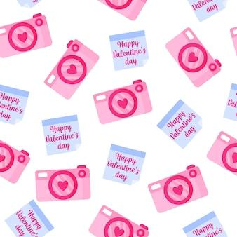 Nahtloses muster von kamera und aufkleber mit aufschrift für die hochzeit oder den valentinstag.