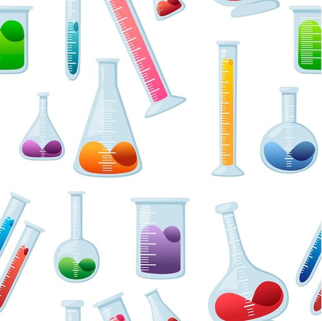 Nahtloses muster von laborchemieflaschen mit unterschiedlicher größe und form und gefüllt mit flüssiger flacher vektorillustration auf weißem hintergrund.
