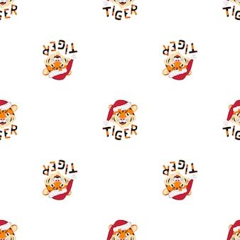 Nahtloses patern mit glücklichem tiger, symbol des neuen jahres in der roten weihnachtsmannmütze. druck für die weihnachtsdekoration mit orange gestreiftem schriftzug