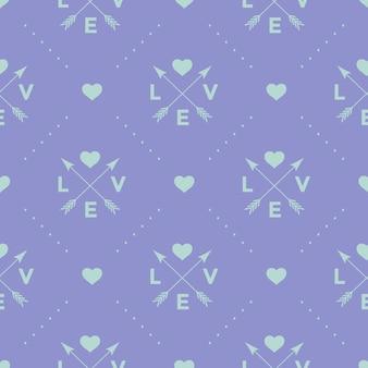 Nahtloses türkisfarbenes muster mit pfeil-, herz- und wortliebe auf einem violetten hintergrund.
