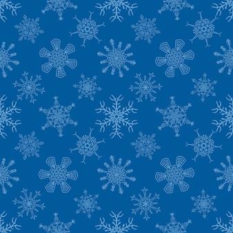 Nahtloses weihnachtsblaues muster mit gezogenen schneeflocken