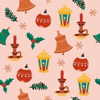 Nahtloses weihnachtsmuster mit glocken, laterne, kerze und baumspielzeug. vektor