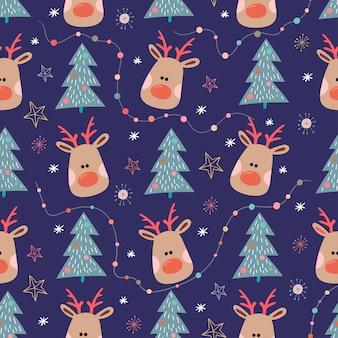 Nahtloses weihnachtsmuster mit rentier und weihnachtsbaum