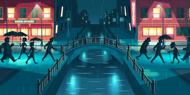 Nasses, nachlässiges herbstwetterkarikatur-vektorkonzept. leute unter regenschirmen gehend auf stadtstraßenschlamm, die überfahrtbrücke, die mit laternenpfählen und schildern belichtet wird, beleuchtet an der regnerischen abendillustration