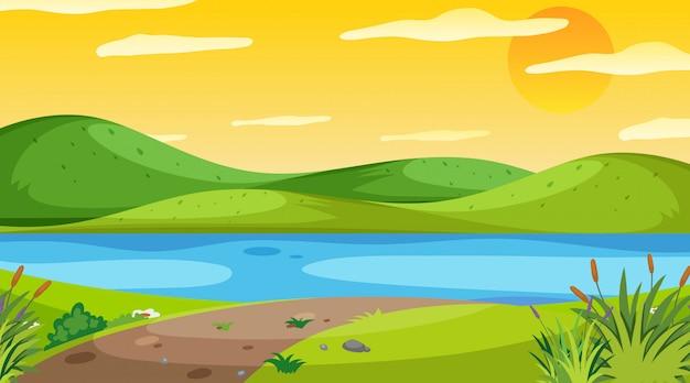 Naturszene mit fluss bei sonnenuntergang