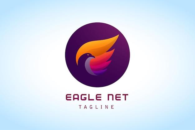 Negativer adler mit buntem flügel, erstaunlichem farbverlauf-logo