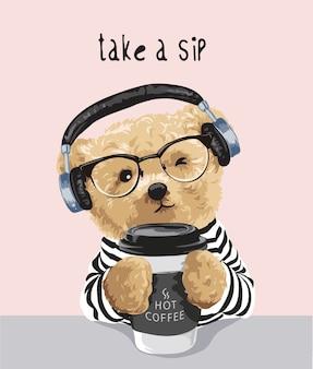 Nehmen sie einen schluck slogan mit bärenspielzeug, das kaffeetassenillustration hält