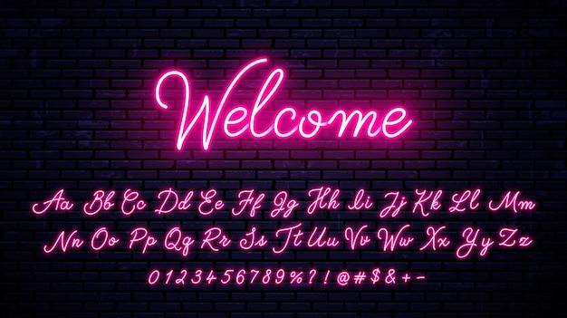 Neon handgeschriebene englische buchstaben, zahlen und symbole gesetzt. leuchtendes alphabet mit zahlen und symbolen.