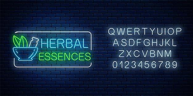 Neon-kräuteressenzen mit alphabet auf dunklem backsteinmauerhintergrund. 100 prozent natürliche medikamente speichern leuchtendes werbesymbol. vektor-illustration.