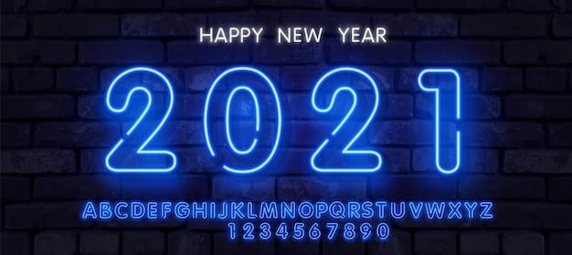 Neon new year 2021 grußkarte - neonblaue buchstaben 2021 neonschild, helles schild, helles banner. logo neon
