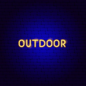 Neon-text im freien. vektor-illustration der camping-förderung.