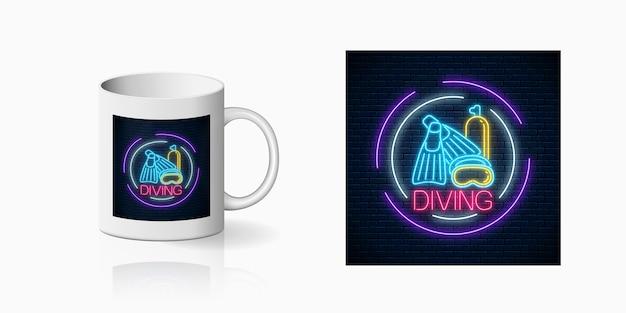Neonsommerdruck des tauchstrandclubs mit flipern, maske und ballonsymbolen für cup-design